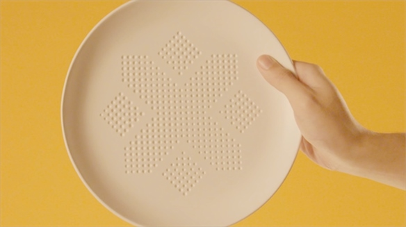 Calorie-Absorbing Plate Optimises Tableware