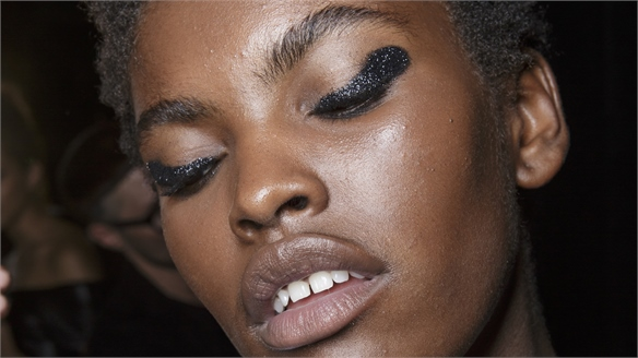 New Eyeliner Techniques Sweep S/S 18 Catwalks