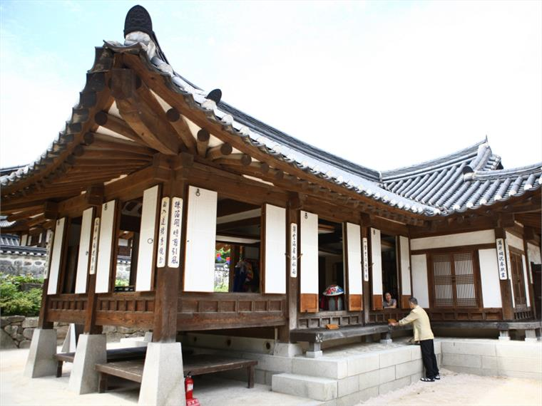 South Korean Hanok Stay Stylus