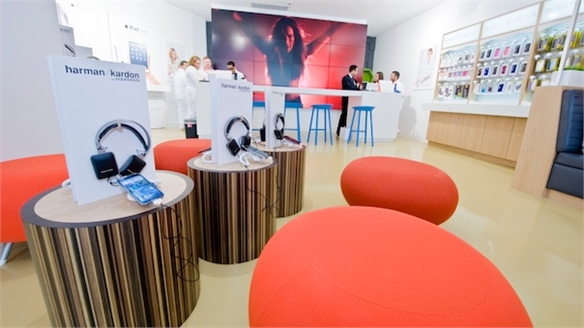 Mobile Phone Store Viva Movil Targets Hispanic Consumers