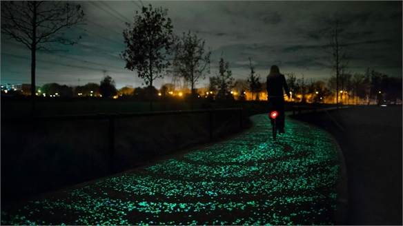 Glow-in-the-Dark Cycle Path by Daan Roosegaarde