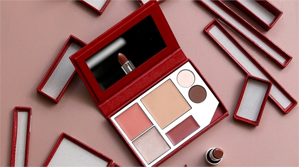 Kjaer Weis: Custom Make-Up Kit