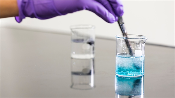 Sponge Material Clears Colour from Dye-Contaminated Water